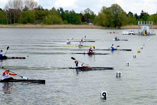 24-gr-brb-regatta-2015-k1-over-finish
